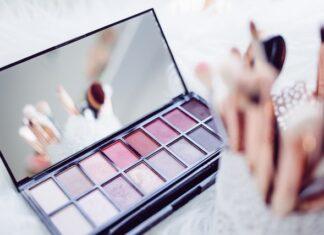 kosmetyki na prezent, kosmetyki do makijażu, kosmetyki do pielęgnacji, co kupić kobiecie, prezent dla kobiety, prezent dla żony, prezent dla dziewczyny