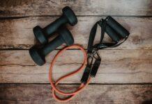 trening w domu, domowa siłownia, siłownia w domu, sprzęt do ćwiczeń w domu, sprzęt do trenowania w domu, rower stacjonarny, bieżnia, hantle, obciążenie do treningu w domu
