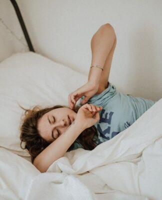 poduszka, poduszki, jaką poduszkę wybrać, poduszka puchowa, poduszka piankowa, poduszka syntetyczna, poduszka do spania