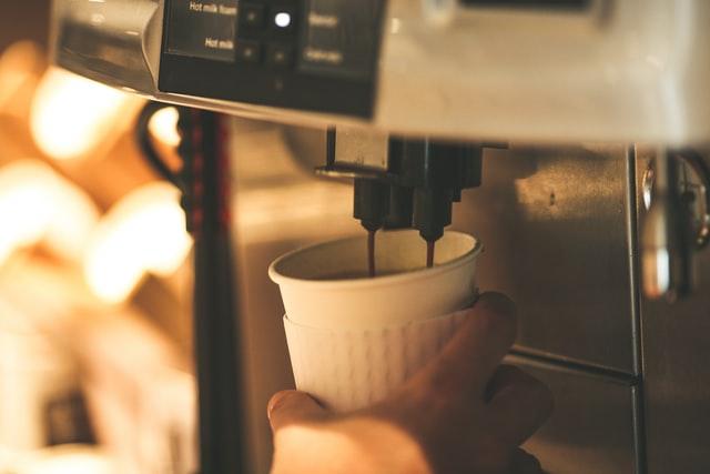 ekspres do kawy, ekspresy do kawy, jaki ekspres kupić, najlepsze ekspresy do kawy, ekspres przelewowy, ekspres ciśnieniowy, ekspres kapsułkowy