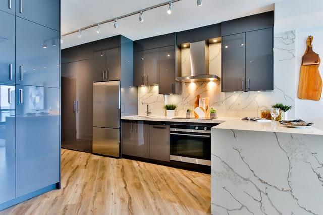 sprzęt do kuchni, sprzęt kuchenny, aranżacja kuchni, lodówka, piekarnik, płyta grzewcza, płyta indukcyjna, jaka płyta do domu, jaka lodówka do domu