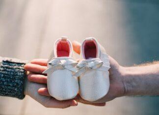 prezent dla niemowlaka, prezent dla noworodka, pomysły na prezent, pomysł na prezent dla niemowlaka, prezent na pierwsze odwiedziny, co kupić niemowlakowi, co kupić noworodkowi, prezent po porodzie